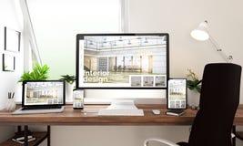 Innenarchitektur der Fensterbürotischplattengeräte stockfotos