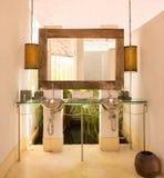 Innenarchitektur der Weinleseart eines Badezimmers Stockfotos
