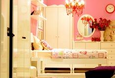 Innenarchitektur des rosa Weinleseschlafzimmers Stockfoto