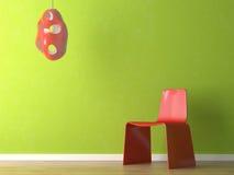 Innenarchitektur des roten Stuhls auf grüner Wand Stockfotografie