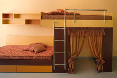 Innenarchitektur des schönen und modernen jungen Raumes. Stockfoto