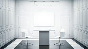 Innenarchitektur des weißen Luxusbüros mit leerer Fahne auf Wand Lizenzfreies Stockfoto