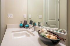 Innenarchitektur eines Luxusbadezimmers Stockfotos