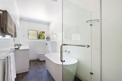 Innenarchitektur: Innenraum des Badezimmers Stockbilder