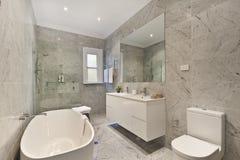 Innenarchitektur: Innenraum des Badezimmers Stockfotos