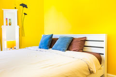 Innenarchitektur: Modernes Schlafzimmer, Kopfendekabinett Stockfotografie