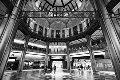 Innenarchitektur von Tokyo-Station und eine der wieder hergestellten Dachspitzenhauben Lizenzfreie Stockfotos