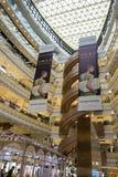 Innenaufnahme der neuen Welt Dawan Department Store stockbilder
