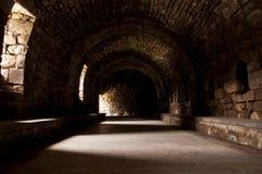 Innenhalle des alten Schlosses Stockbild