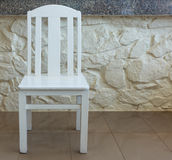 Inneninnenraum des weißen hölzernen Stuhls Stockfotos