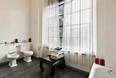 Innenraum, Ansicht des Badezimmers lizenzfreies stockbild