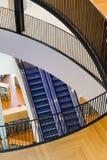 Innenraum der öffentlichen Bibliothek Lizenzfreie Stockfotos