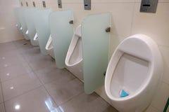 Innenraum der öffentlichen Toilette Stockfoto