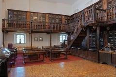 Innenraum der alten Bibliothek Stockbild