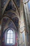 Innenraum der alten Kirche Stockbilder