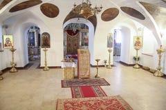 Innenraum der alten orthodoxen Kirche Stockfotografie