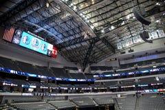 Innenraum der Amerika-Fluglinien-Mitte in Dallas stockbild