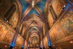 Innenraum der Basilika des Heiligen Franziskus in Assisi Stockfoto