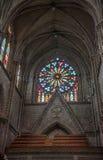 Innenraum der Basilika von Quito Lizenzfreie Stockfotos