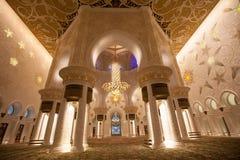 Innenraum der großartigen Moschee von Abu Dhabi Stockfoto