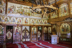 Innenraum der hölzernen Kirche Barsana-Klosters Maramures Regio stockfotos