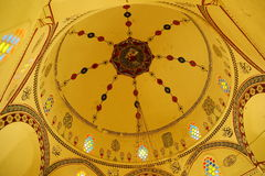 Innenraum der Haube der Koski-Mehmed-Pasha-Moschee stockfotos