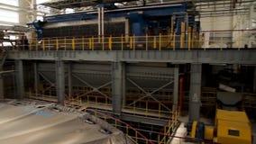 Innenraum der industriellen Fabrik Industrieller Innenraum eines alten Fabrikgebäudes Chemische Fabrik Verpackungsbereich Auszug stock footage