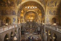Innenraum der Kathedrale an der Basilika der Str.-Markierung lizenzfreie stockfotos