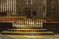 Innenraum der Kathedrale von Cuenca, Grill des Chores, Renaiss stockbilder