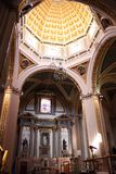 Innenraum der katholischen Kirche Stockbild