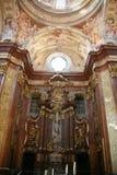 Innenraum der Kirche stockbilder