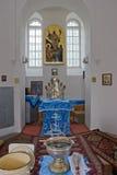 Innenraum der kleinen orthodoxen Kirche Stockfotografie