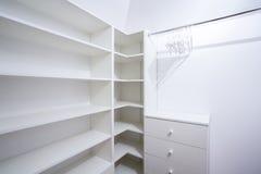 Innenraum der leeren Garderobe Stockfotografie