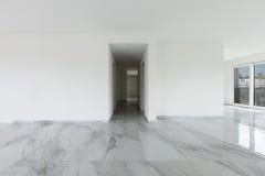 Innenraum der leeren Wohnung Stockfotos