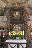 Innenraum der lutherischen Kirche Stockfotos
