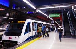 Innenraum der Metrostation Aeropuerto in Madrid, Spanien. Lizenzfreies Stockbild