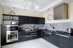 Innenraum der modernen Küche Stockbilder