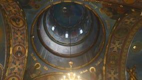 Innenraum der orthodoxen Kirche stock video
