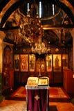 Innenraum der orthodoxen Kirche Stockfoto