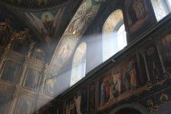 Innenraum der orthodoxen Kirche Lizenzfreies Stockfoto