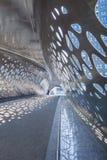 Innenraum der Park-Brücke für Fußgänger und Radfahrer in der Mitte von Antwerpen, Belgien lizenzfreies stockbild