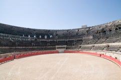 Innenraum der römischen Arena in Nimes Stockfotos