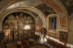 Innenraum der rumänischen orthodoxen Kirche Stockbilder