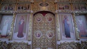 Innenraum der Russisch-Orthodoxen Kirche stock video