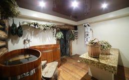 Innenraum der russischen hölzernen Sauna Stockbilder