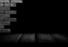 Innenraum der schwarzen Backsteinmauer Stockfoto