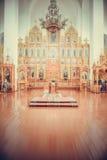 Innenraum der ukrainischen orthodoxen Kirche Stockfotografie