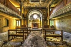 Innenraum der verlassenen Kapelle Stockfoto