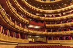 Wien-Staats-Operninnenraum Stockbilder