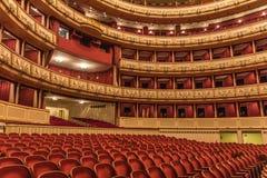 Wien-Staats-Operninnenraum Lizenzfreie Stockfotos